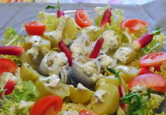 Salade de harengs  sauce au raifort