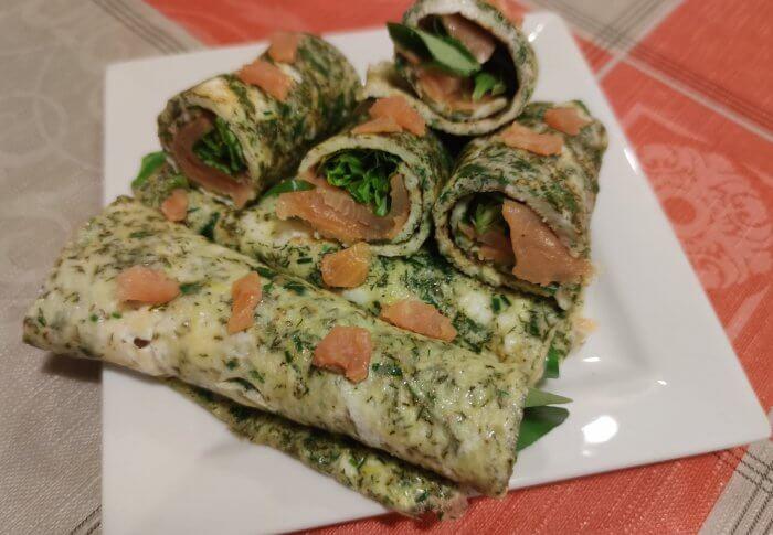 Omelettes aux herbes, saumon fumé
