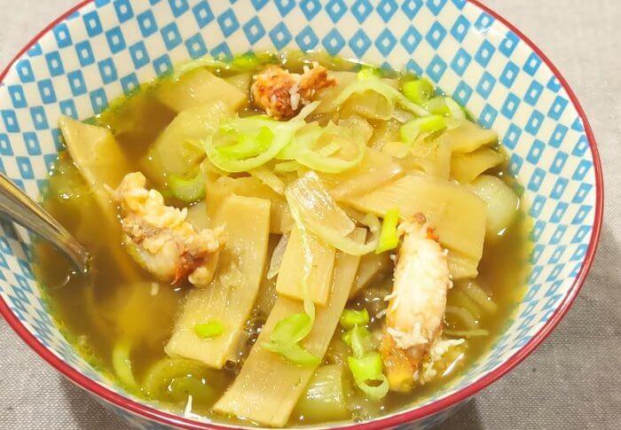 Soupe aux pousses de bambou et au crabe