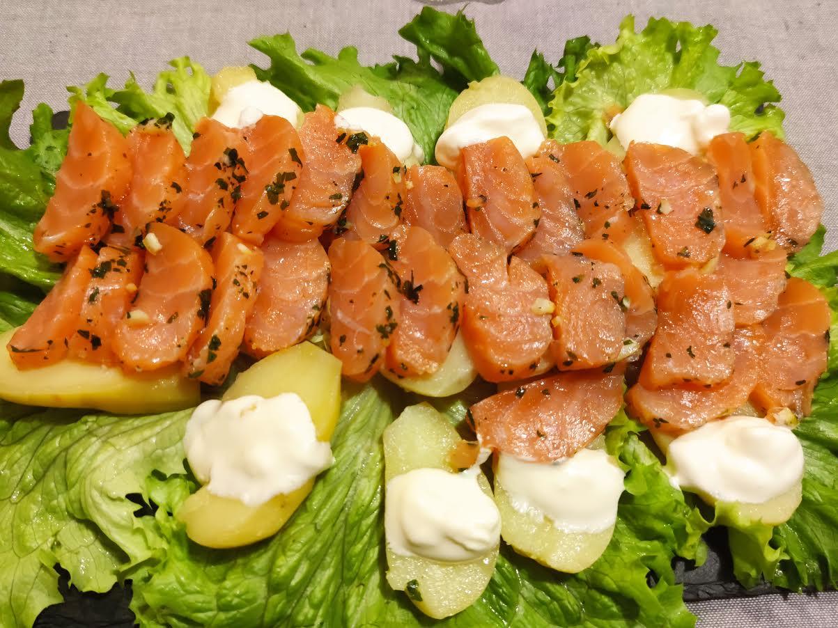 photo de Cœur de saumon mariné au sel et au zeste de citron vert